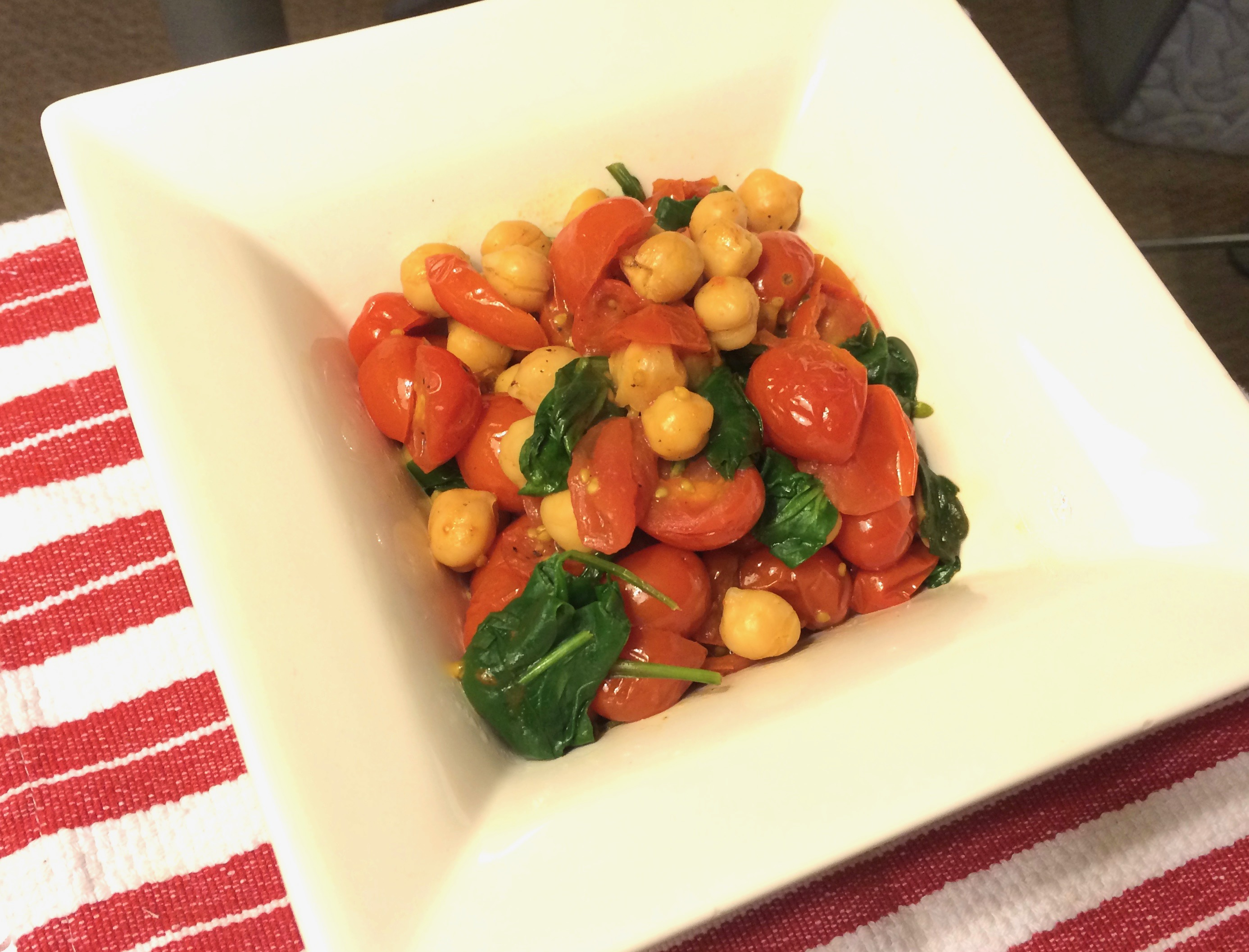 Chickpeas With Garlic, Tomatoes And Spinach